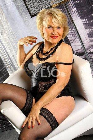 Sex Orgie mit der Happy Hausfrau
